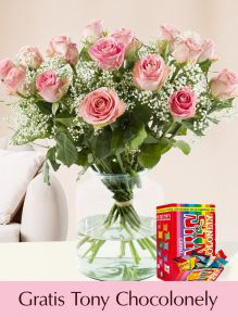 15 roze rozen met gipskruid en Tony's Chocolonely Tiny 200g