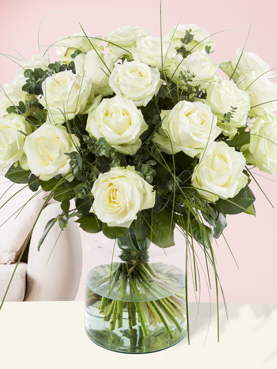 Wit rozenboeket met beregras| Rozen online bestellen & versturen | Surprose.nl
